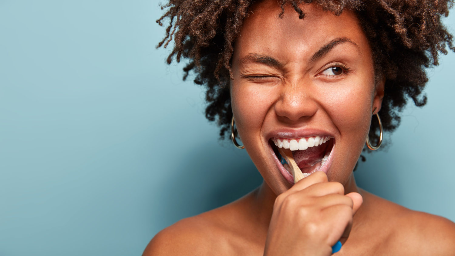 How To Brush Your Teeth: The Proper Techniques For A Pearly Smile | Uncustomary