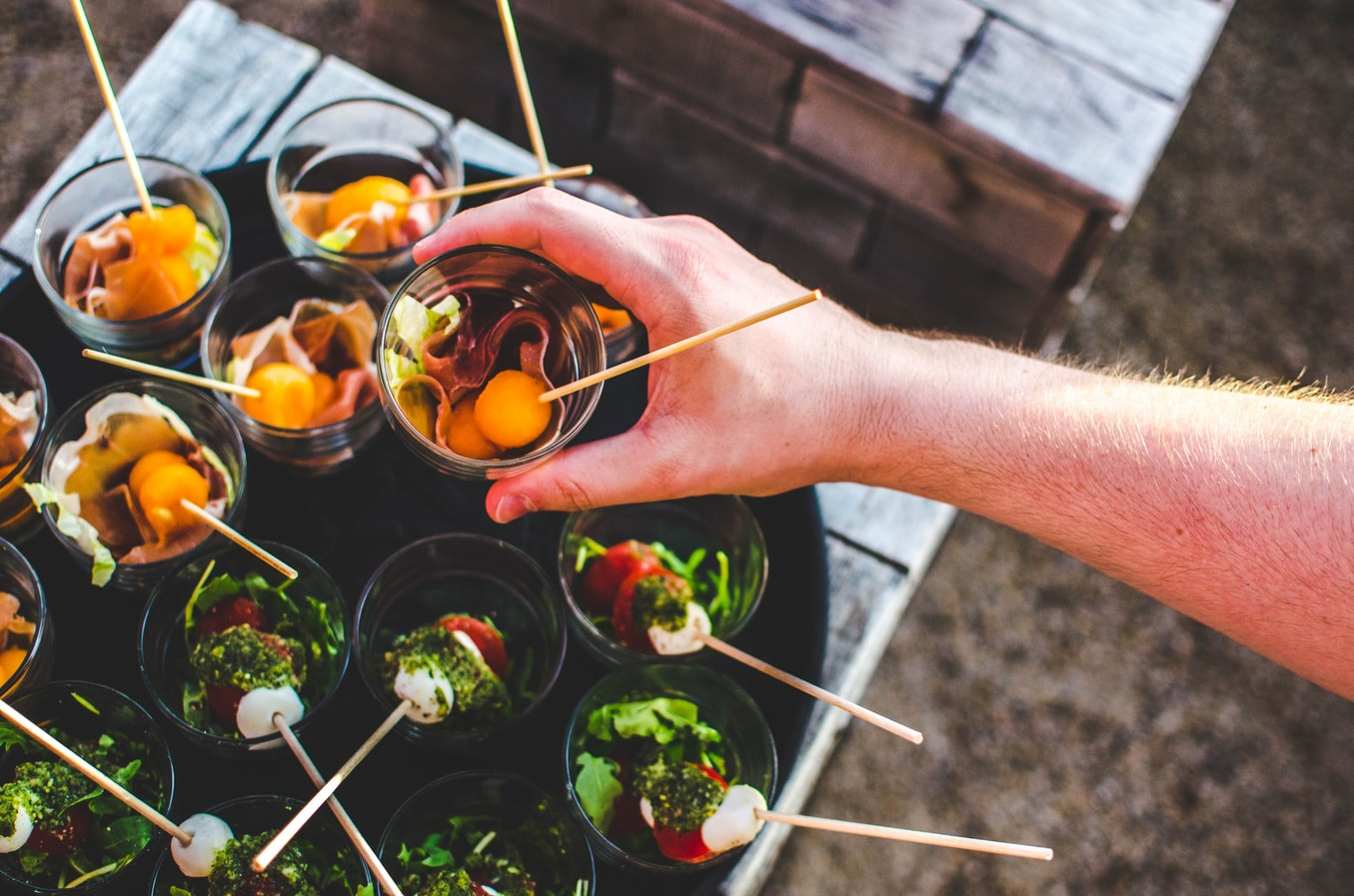 7 Types Of Catering Services: Which One Is The Perfect Choice For The Event You're Organizing? | Uncustomary